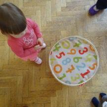 Zabawa dla malucha z cyframi