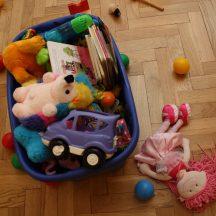 Pudło z zabawkami.