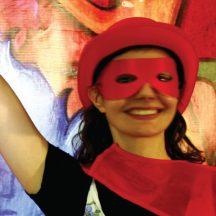 aktorka w czerwonej masce